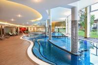 Azúr Prémium Hotel Siófokon nagy wellness részleggel a Balaton partján