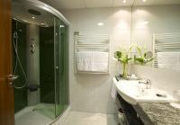Szép fürdőszoba a mezőkövesdi Zsóry Balneo Thermal Hotelben