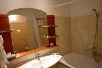 4* Karos Spa Hotel szép kádas fürdőszobája Zalakaroson