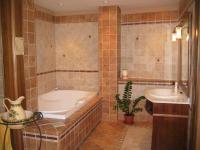 Nefelejcs Hotel fürdőszobája Mezőkövesden elegáns környezetben