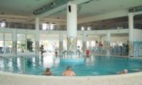 Gyógyvizes medence Zalakaroson közvetlen átjárással az új szállodába
