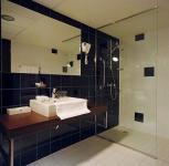 Park Inn Sárvár fürdőszobája 4*- modern fürdőszoba Sárváron