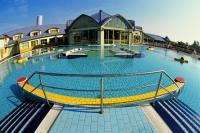 Park Inn Sárvár 4* külső medencéje a Spa és Gyógyfürdőben