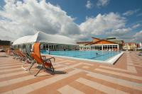 Óriási kültéri wellness medence a  3* Thermal Hotel Mosonmagyaróvárban